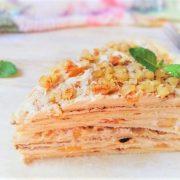 Палачинкова торта с праскови