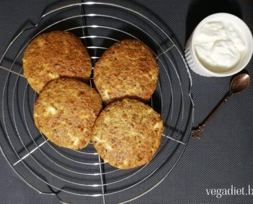 Питки с ядки от елда и сирене